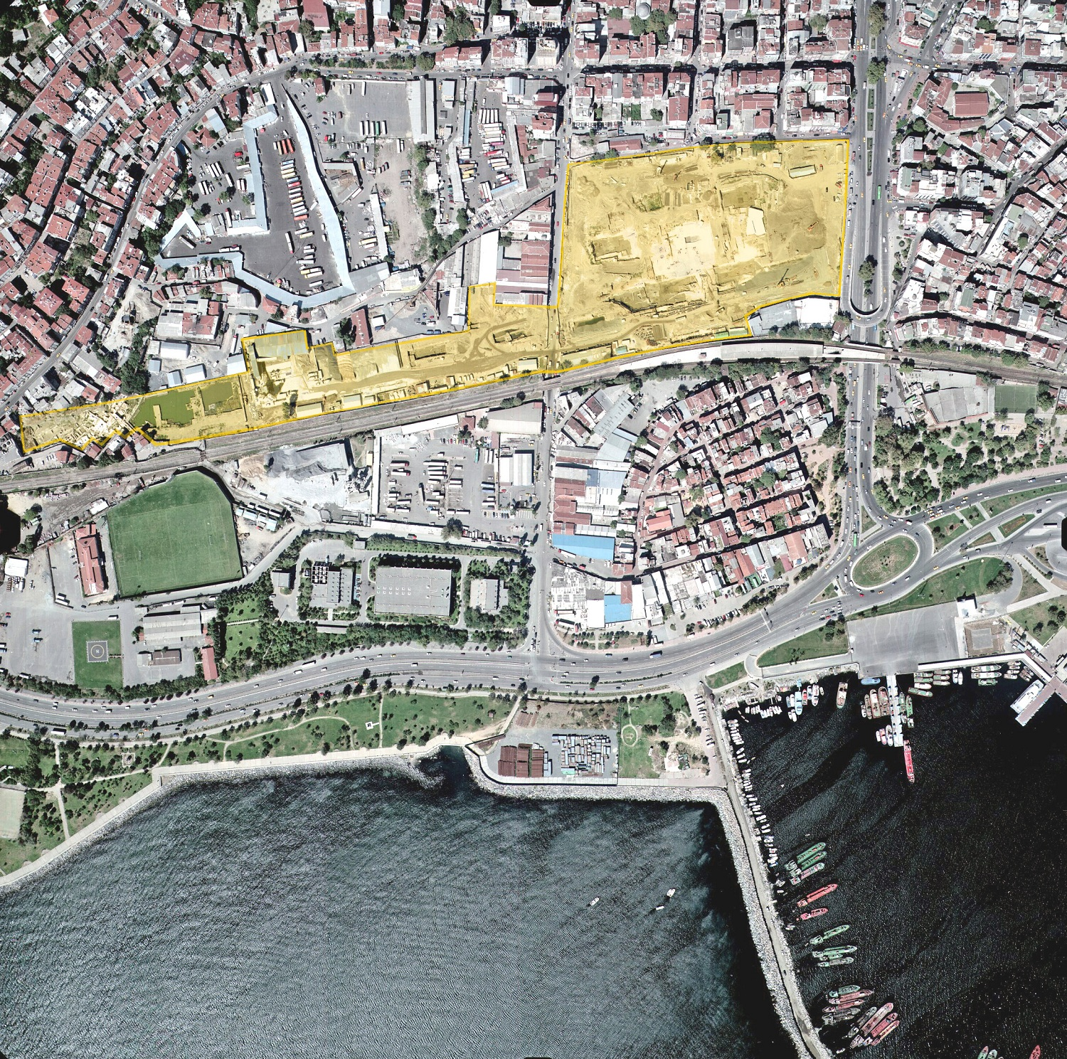 Aerial view of Yenikapı coastline and the excavation area from the east.