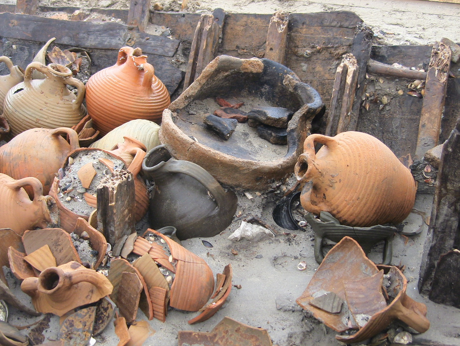 Personal belongings of the vessel's captain: Brazier, jug, casserole bowl, beaker, two small amphorae and cherry stone inside a read basket.