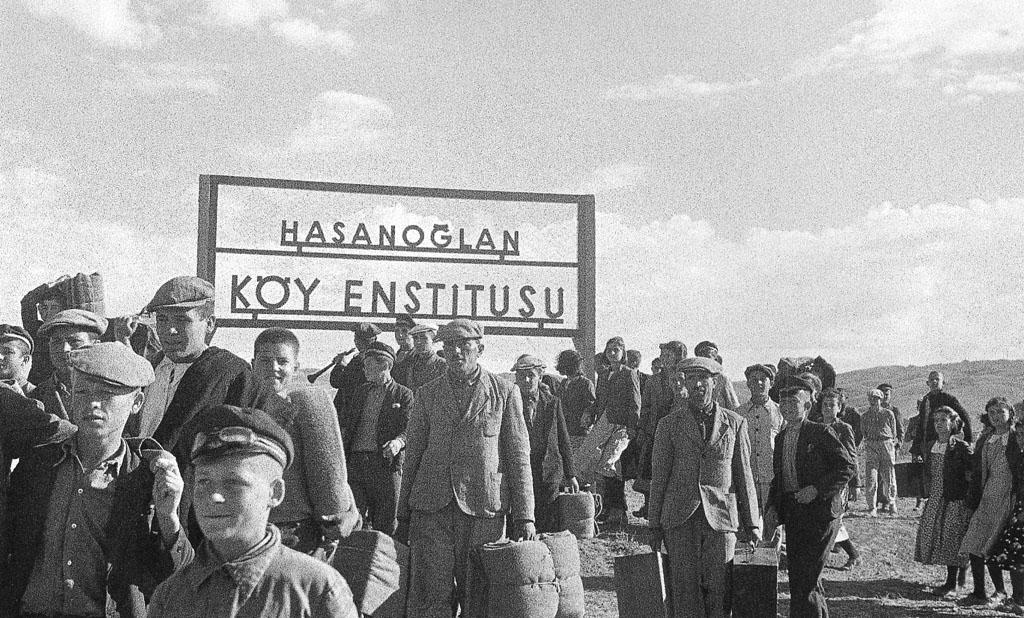 Aileler çocuklarını Hasanoğlan'a getiriyorlar, Mustafa Güneri Arşivi.