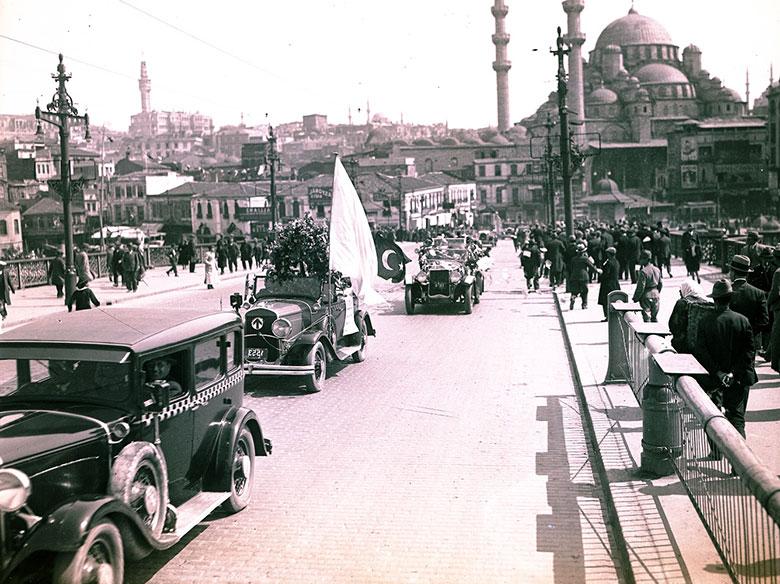 İstanbul'da eski arabalar