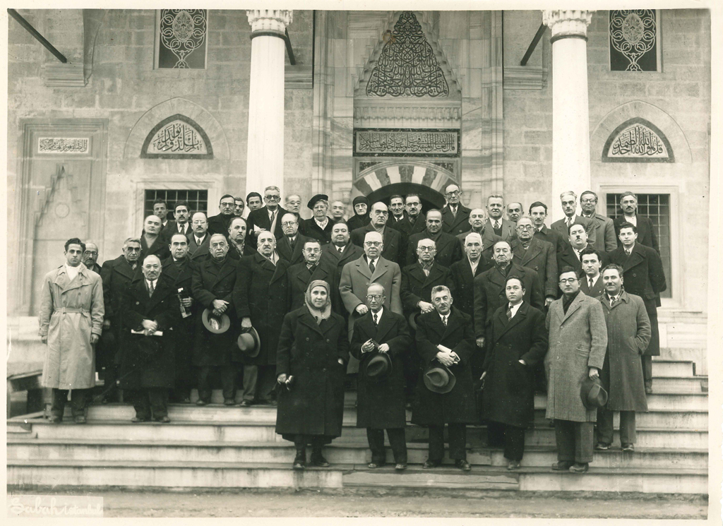 Vasfi Egeli (front row, second from left