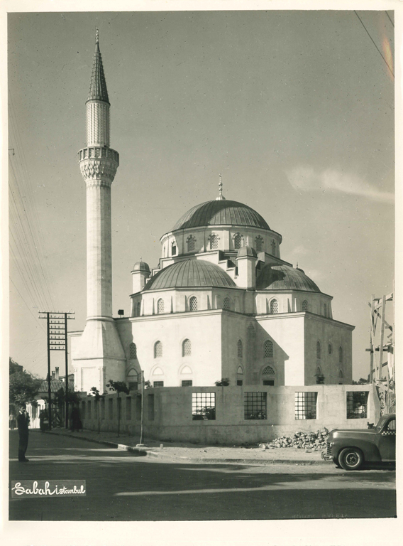 Southwestern view of the mosque.