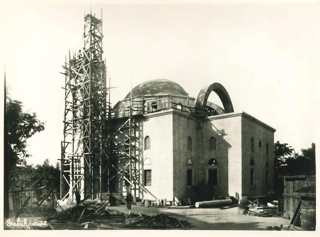 construction of the minaret in progress.